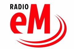 Radio_Em_patronat_na_nierownym_i_ciemnym