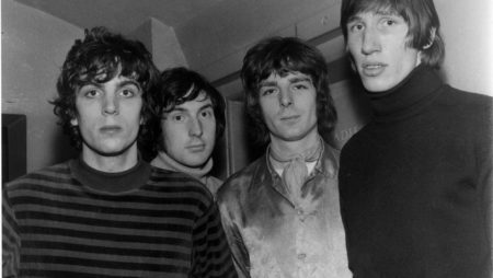Pink Floyd photographed outside a ladies toilet. (Circa 1967)    Members include: (R-L) Roger Waters, Rick Wright, Nick Mason and Syd Barrett   fot. Photoshot/REPORTER